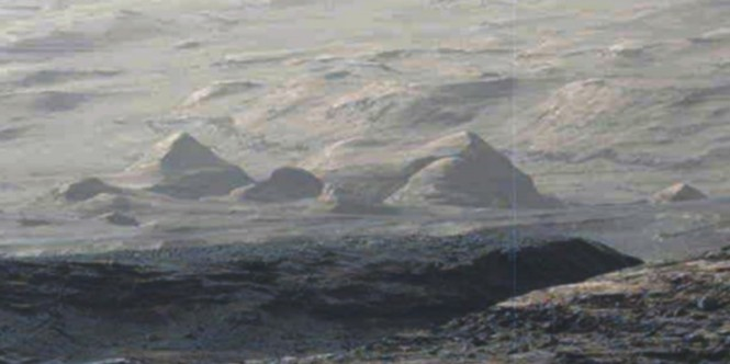 Blatant-Structures-Sitting-On-Mars-Surface-8211-Curiosity-Rover-2015